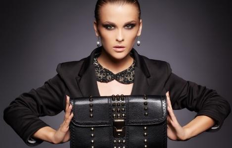 Aké kabelky sa nosia a sú v móde