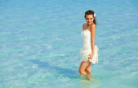 Sexi letné šaty aj plavky