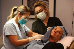 Vytláčanie akné lahodí ľudskej duši, tvrdí dermatologička