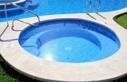 Bazén pod strechou