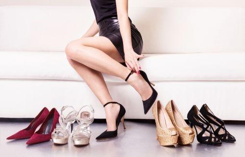 Topánky a kabelka. Ako ich správne kombinovať?